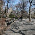 A Central Park, y a des passants (Chéri de dos)...