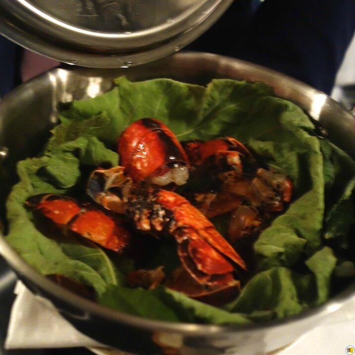 Homard bleu de Bretagne cuit en feuilles de figuier, mûres épicées, foie gras poivre sauvage (3)