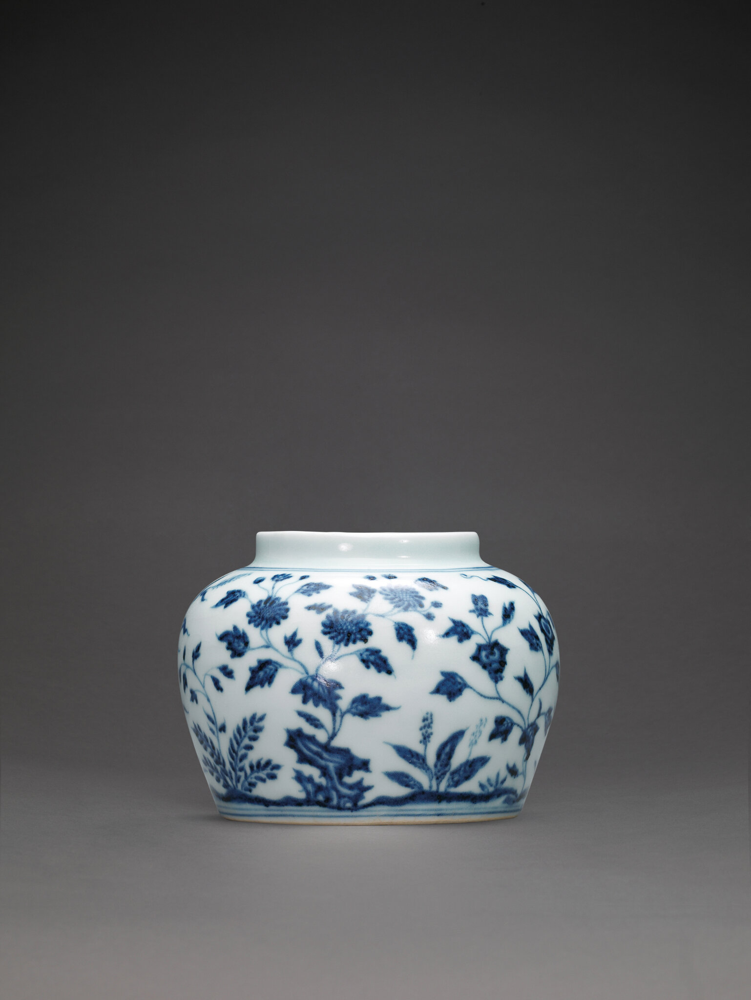 An extremely rare early Ming blue and white jar, guan, Yongle period (1403-1425)