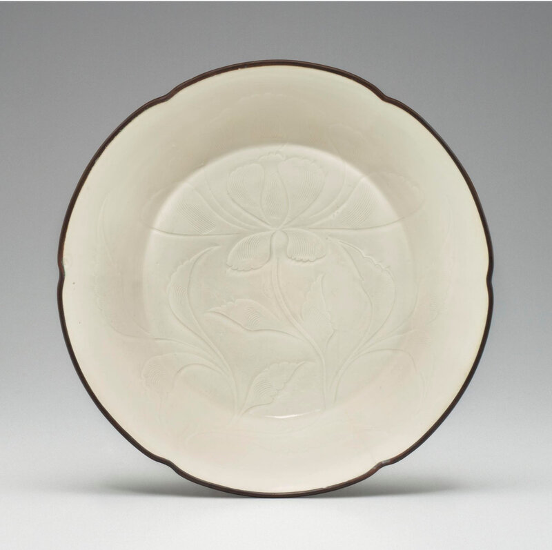 A rare Dingyao carved foliate-rimmed shallow bowl, Northern Song dynasty, 11th-12th century (2)