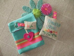 POCHETTE_FRIENDSHIP_GROWS_ACCESSOIRES_FACE