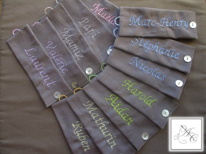 Ronds taupe, broderie tons pastels ABC n°4