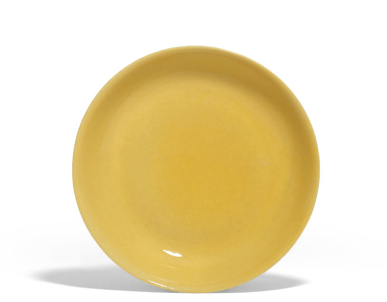 A yellow-glazed dish, Hongzhi six-character mark in underglaze blue within a double circle and of the period (1488-1505)