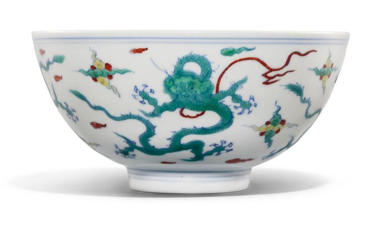 A doucai 'dragon' bowl, Qing dynasty, Kangxi period (1662-1722)