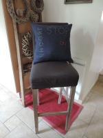coussin carré 40 x 40 cm en lin français bleu jean et broderies main modèle Lin Dentelle