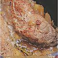 ..filet mignon de porc aux pommes et aux fruits secs, mouillé à la bière (sans gluten)..