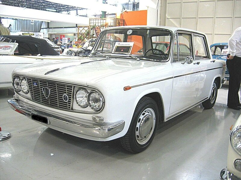1280px-Lancia_Fulvia-GT_Berlina_Front-view