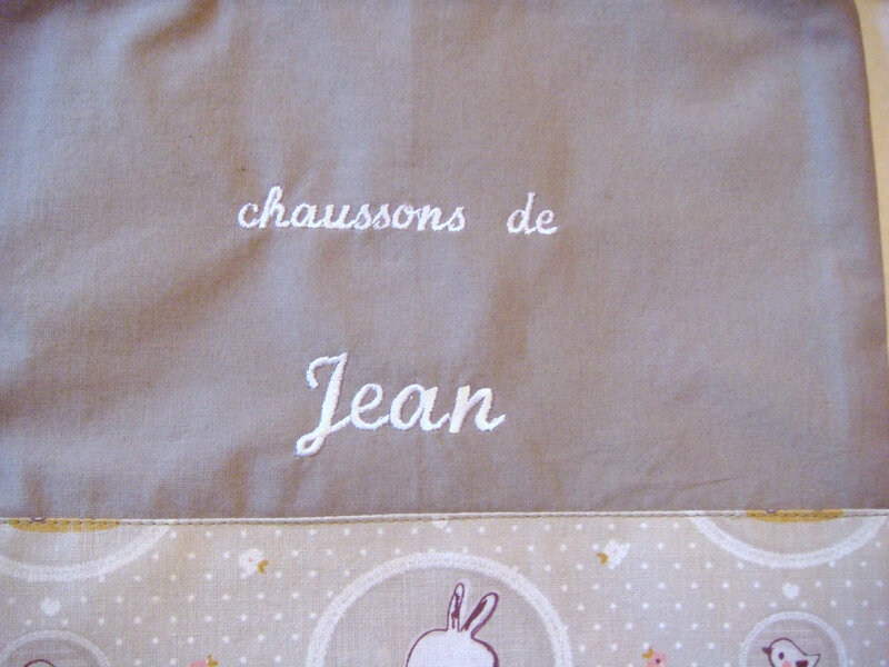 Sac à chaussons taupe lapinou Jean zoom