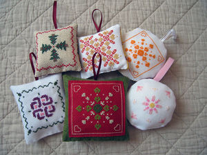 IMG_7915_finitions_des_broderies_en_cours