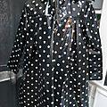 Ciré AGLAE en coton enduit noir à étoiles blanches fermé par 2 pression dissimulés sous 2 boutons recouverts (4)