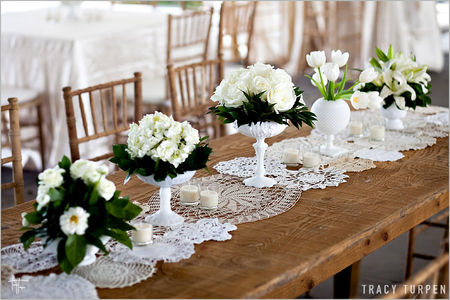 lace_doilies_table_runner_wedding_ideas1