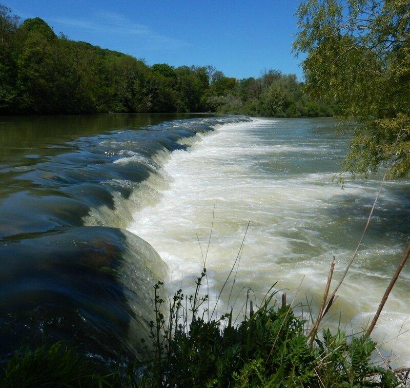Barrage en aval de Rennes sur Loue