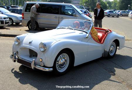 Triumph_TR2_roadster_de_1953_Retrorencard_mai_2011__01