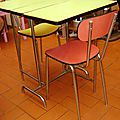 table-formica-chaises-profil