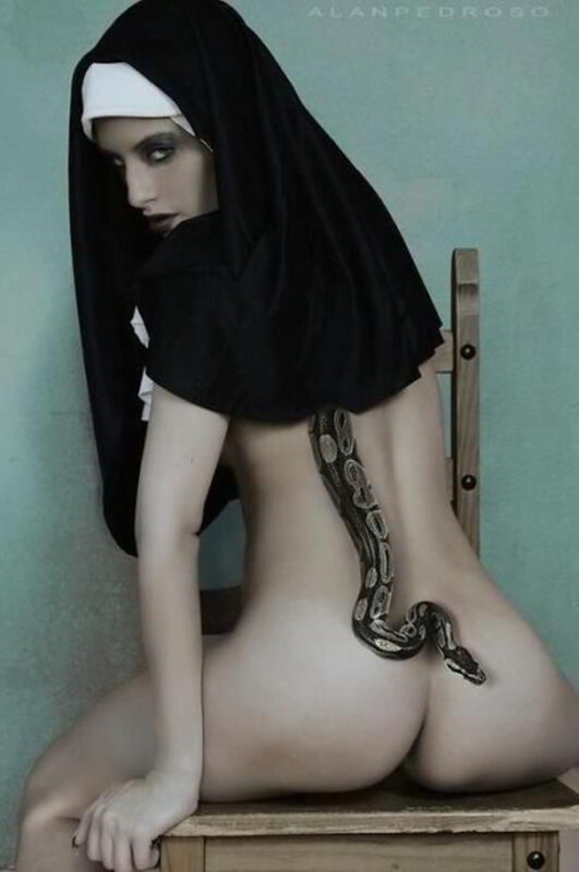 Nun and Snake xl
