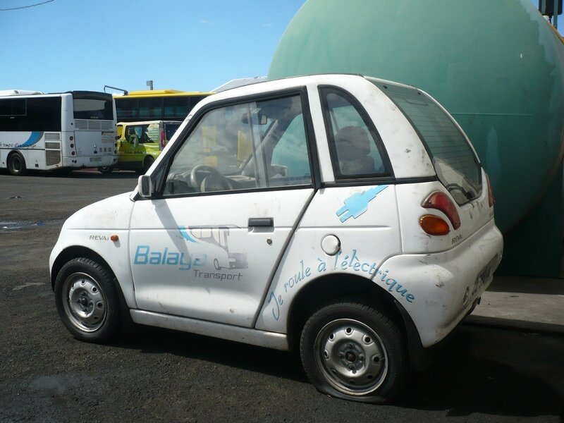 REVA i EV Electric Vehicle Saint Pierre (2)