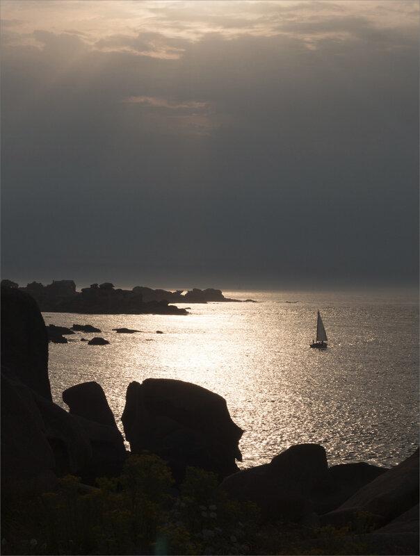 Ploumanach 0719 soir ym 18 contrej voilier