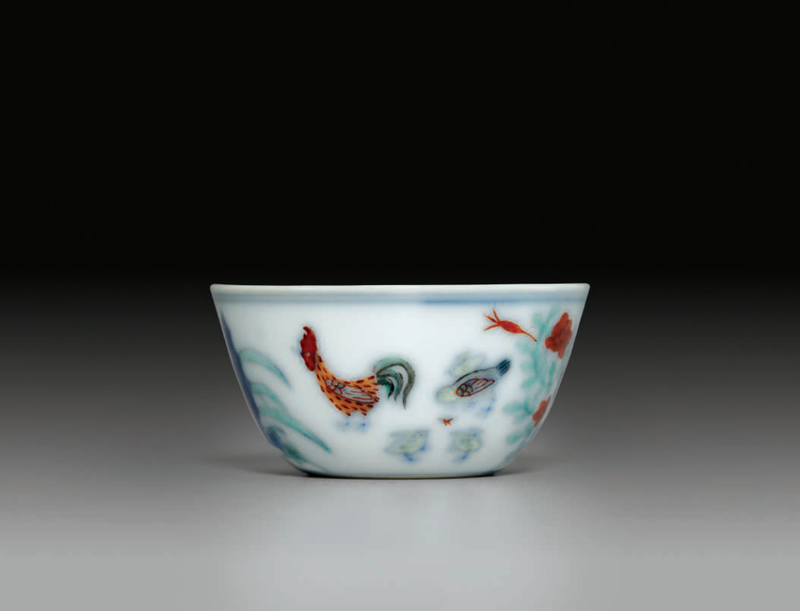 A finely painted smalldoucai'chicken' cup, Kangxi period (1662-1722)
