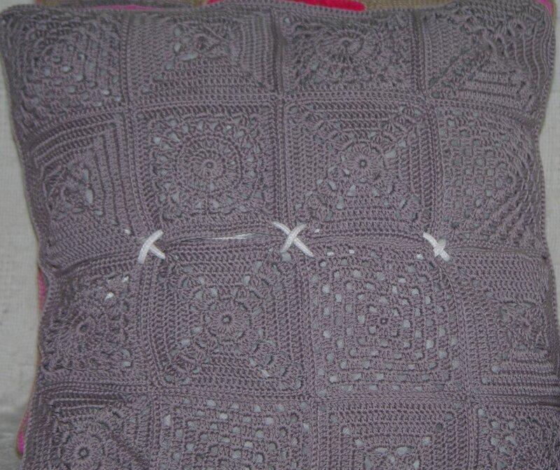 coussin au crochet granny