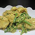 Poulet au curry, haricots verts et quinoa