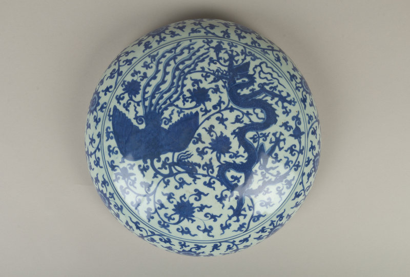 Covered box with dragons and phoenixes, Ming dynasty (1368–1644), Jiajing mark and period (1522–66), mid-16th century