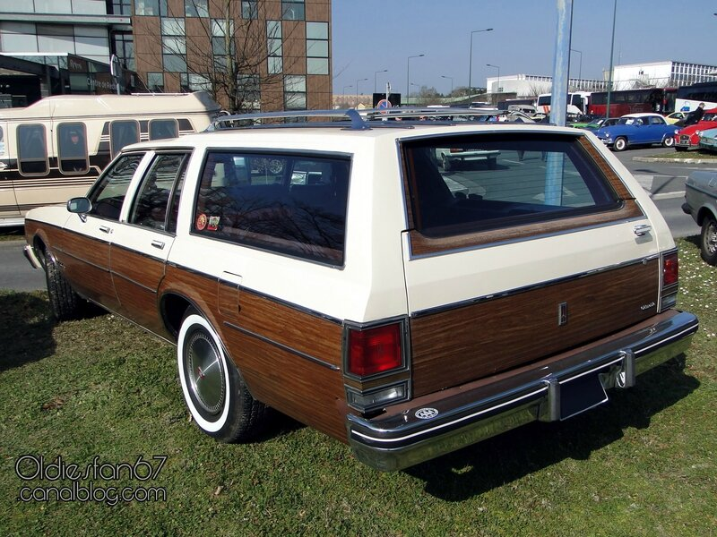 oldsmobile-custom-cruiser-1984-02