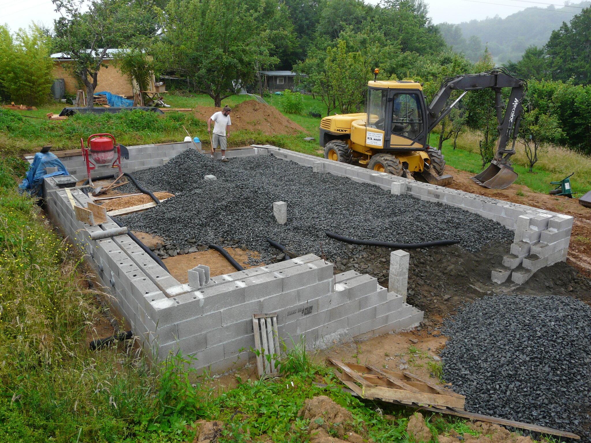soubassement et h risson construction d 39 une maison en paille en corr ze. Black Bedroom Furniture Sets. Home Design Ideas