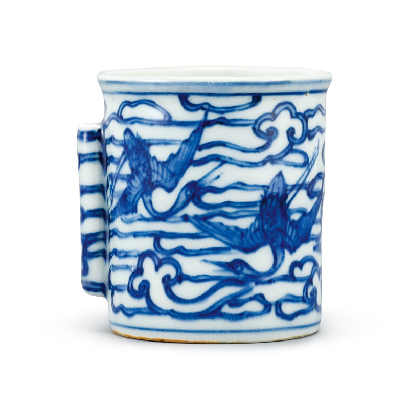 A large blue and white 'crane' bird feeder, Mark and period of Wanli (1573-1619)