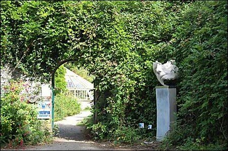 walled_garden_entrance_465x309