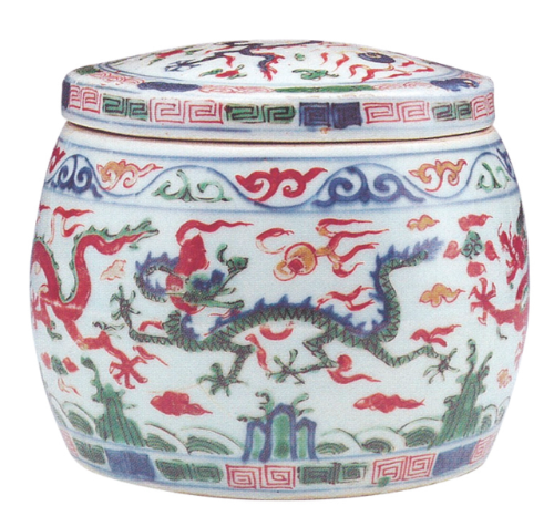 Wucai 'dragon and clouds' box and cover, Ming dynasty