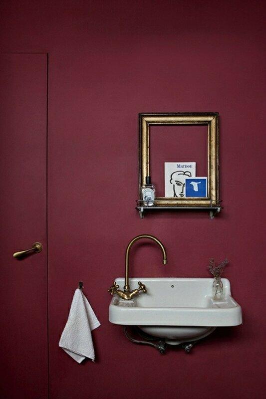 2-la-couleur-bordeau-dans-la-salle-de-bain-moderne-interieur-chic-et-moderne