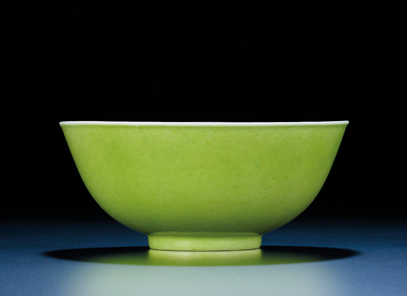 A rare lime-green enamelled blue and white bowl, Guangxu six-character mark and of the period (1875-1908)