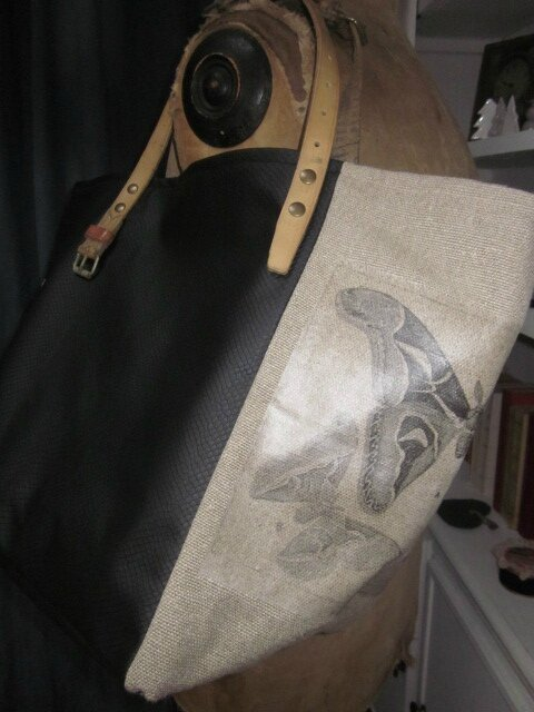Sac cabas FELICIE n°17 en lin brut avec transferts papillons et simili cuir noir