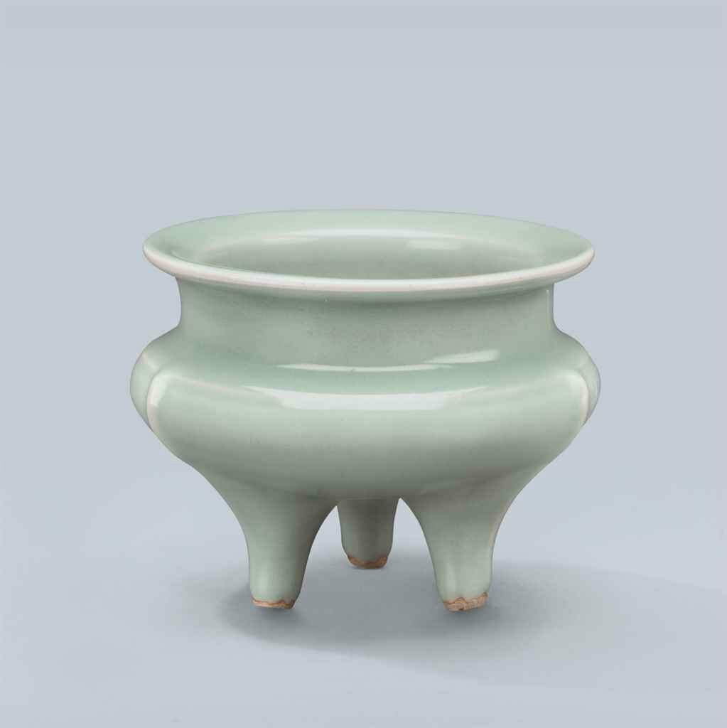 A Longquan celadon tripod censer, Southern Song Dynasty (1127-1279