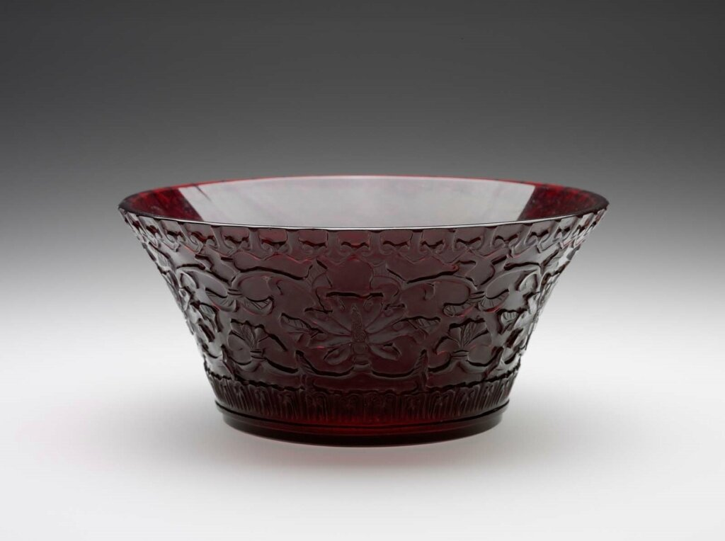 Bowl, flaring from bottom to rim, Qing dynasty, Qianlong mark and period (1736–95)