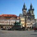 La place de la vieille ville, le vieil hôtel de ville et l'Eglise de Notre-Dame de Týn