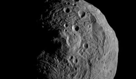 650px-Vesta_from_Dawn,_July_17