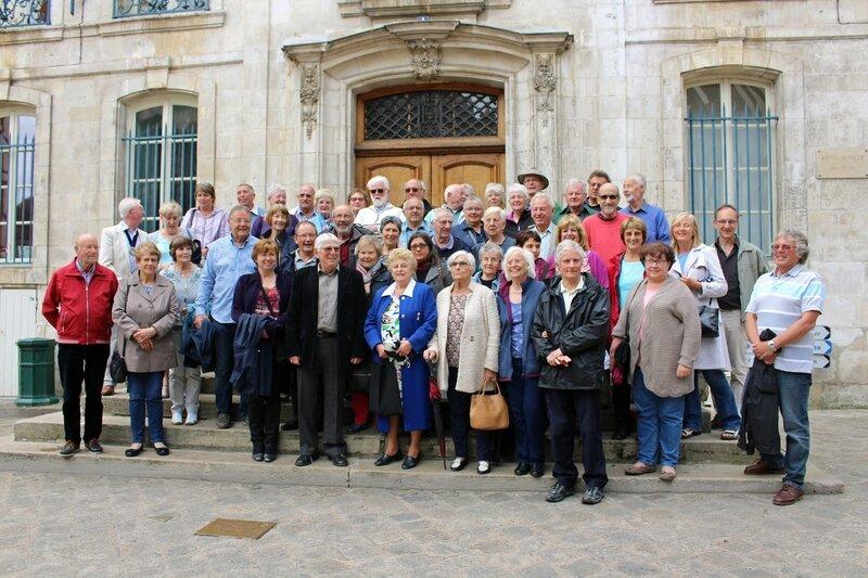Devant l'hôtel de ville d'Auxerre - crédit photo ER