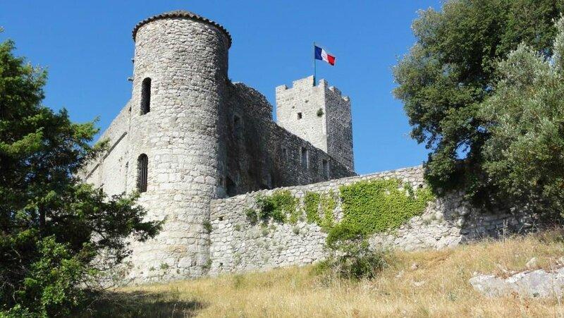 Chateau angle de vue Ton_drapeau