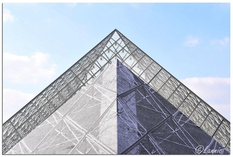 Paris_Louvre_pyramide_30_ans_2