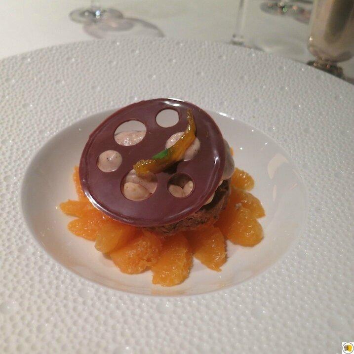Suprêmes de clémentine, dacquoise et mousse noisette, glace noisette et fine feuille chocolat (2)