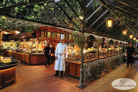 LES_GRANDS_BUFFETS_a_NARBONNE_entree_des_buffets_le_chef_de_cuisine_Philippe_Munos