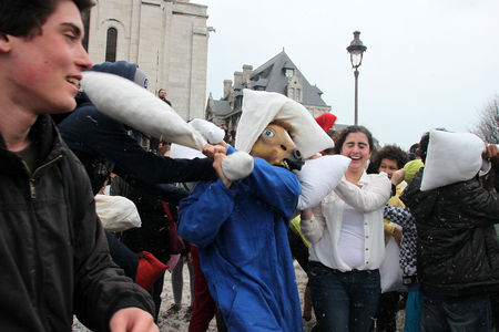 14_Pillow_fight_12_4520