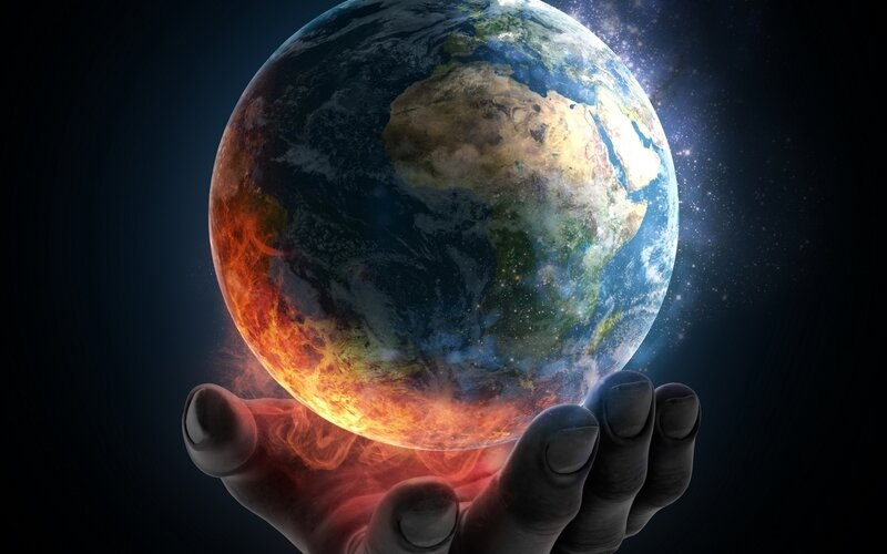 Planets_Earth_Hands_455831