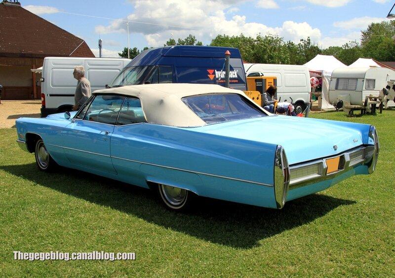 Cadillac deville convertible de 1967 (Retro Meus Auto Madine 2012) 02