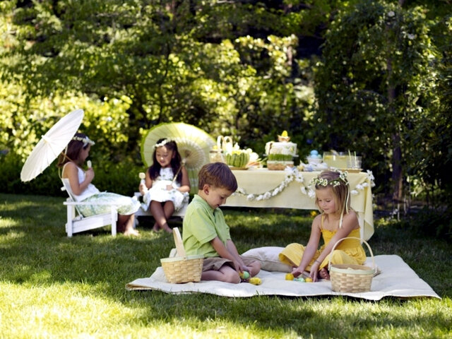 organizing-kids-party-in-the-garden-20-fun-ideas-easter-decoration-3-211