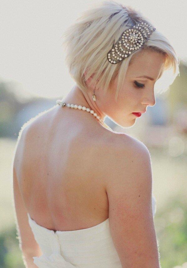 Mariée Aux Cheveux Courts Rose Fantaisie Wedding Planner