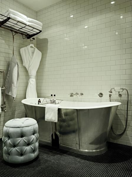 Soho_20House_20Berlin_20Apartment_20Big_20bathroom_2000x2682_1_