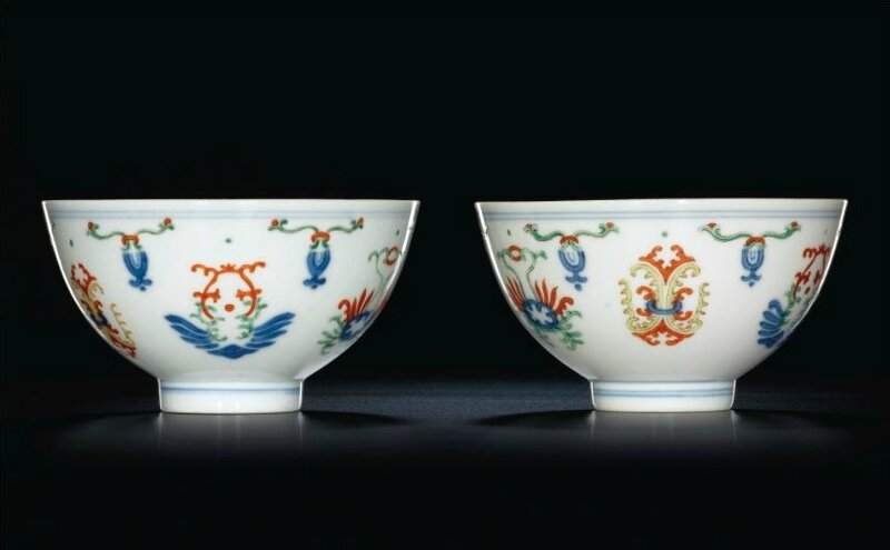 A pair of wucai bowls with foliate design, seal marks and period of Daoguang
