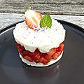 Tartare de fraises et sa crème au chèvre frais